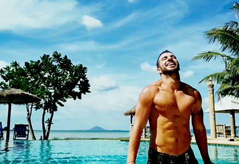 Franky OuYeah Postureo en Koh Lanta Playa Maravillosa
