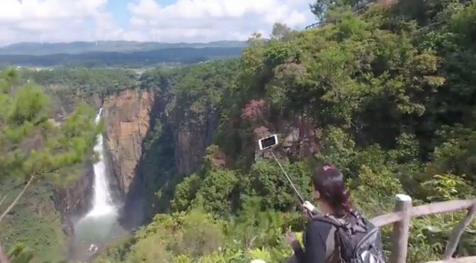 Los 3 Mejores Palos Selfie Tripode para viajar de mochilero
